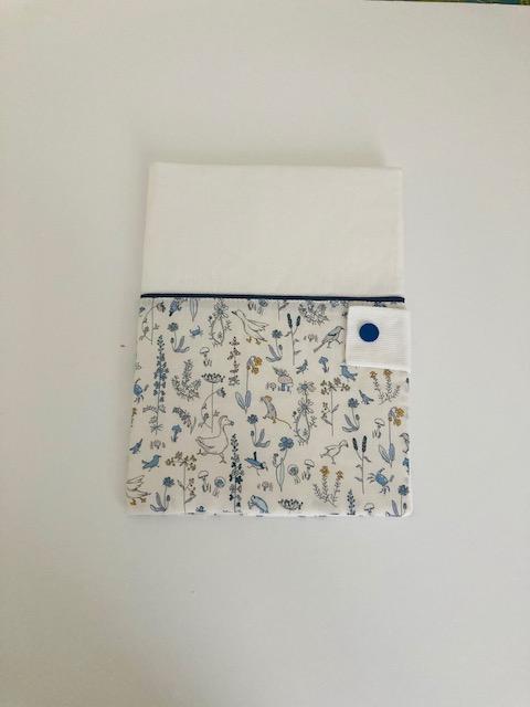 Protège carnet de santé « Theo bleu/blanc personnalisable »