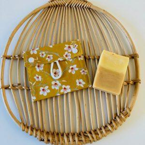 Pochette à savon « Fleurs de cerisier jaunes »