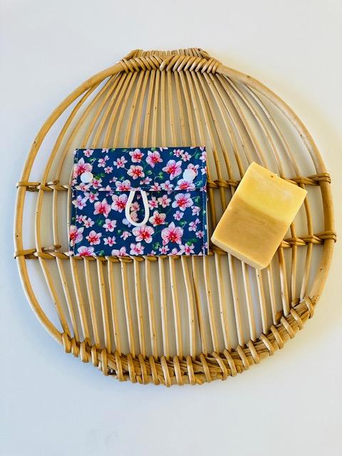 Pochette à savon « Fleurs japonaises bleues »