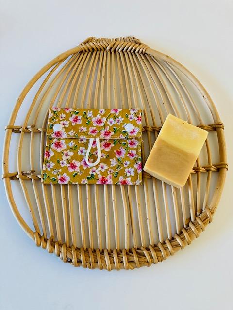 Pochette à savon « Fleurs japonaises jaunes »