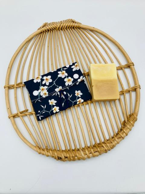 Pochette à savon « Fleurs de cerisier bleues moutarde »