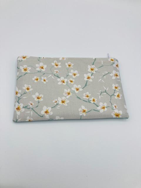Pochette molletonnée « Fleurs de cerisier gris perlé »