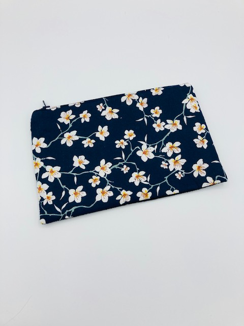 Pochette molletonnée « Fleurs de cerisier bleues moutarde »